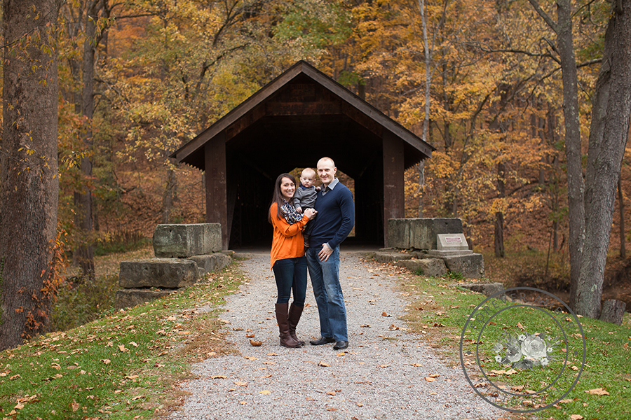 <alt>Brush Creek Park PA Covered Bridge Family Picture<alt>